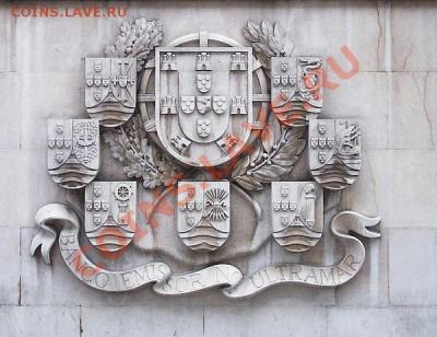 Герб Португалии в окружении гербов оставшихся к середине XX века её колоний на здании Португальского заморского банка (порт. Banco Emissor no Ultramar) - португалия герб.
