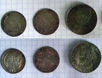 две крайние монеты - это понятно, но центральная чья? - 1