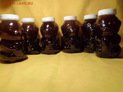 Свежий мёд по 1л. Таким остаётся 2-3 недели после качки,затем садится и светлеет. - DSC05636.JPG