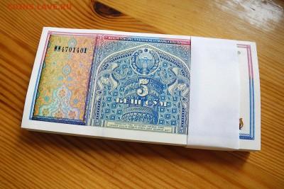 Узбекистан 5 сум 1994 год. серия ММ UNC. пачка, 100 штук. - Узбекистан 5