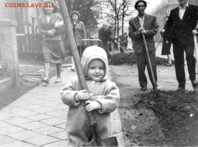 о фотографии, грустно... немолодым написано - Мой первый воскресник. Апрель 1962