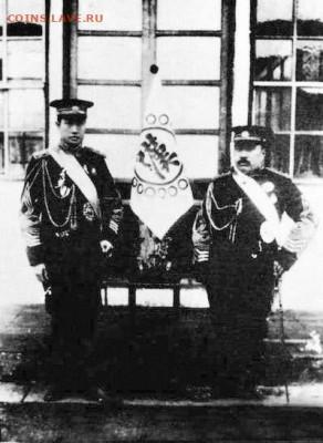 Слева - командующий Инь Чанхэн (尹昌衡). Справа -заместитель командующего генерал Ло Лунь (羅綸). - Yin_Changheng_and_Luo_Lun